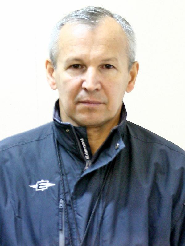 Главный тренер Новиков Юрий Викторович