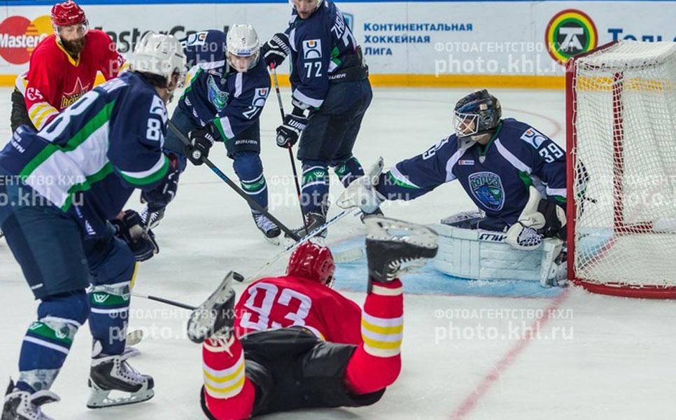 Хоккеист «Куньлуня» Виталий Зотов перешел в«Югру»