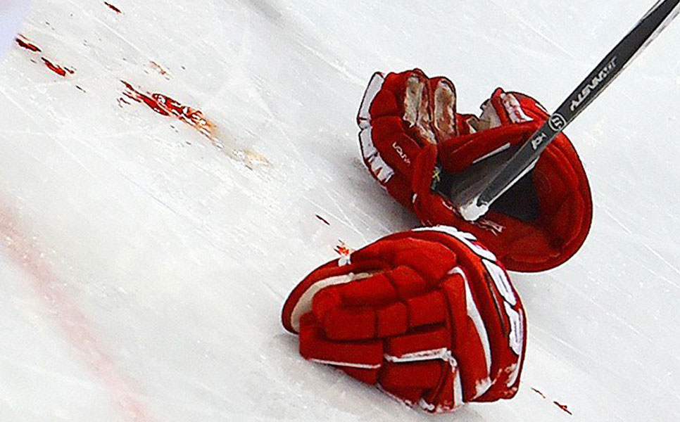 14-летний русский хоккеист умер после потасовки враздевалке