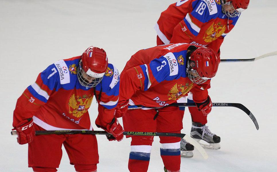 Юниорская сборная РФ похоккею завоевала бронзу начемпионате мира